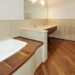 parquet a listoni in legno massello in quercia tinteggiata installato